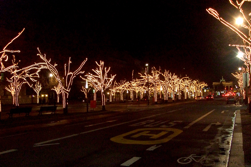 Teil der Straßenbeleuchtung Unter den Linden in Berlin