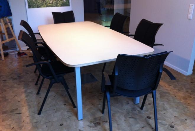 Konferenztisch mit 6 Stühlen