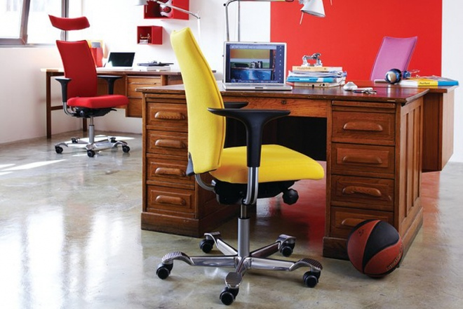 H05 5600 am Schreibtisch
