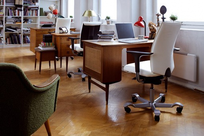 H05 im Büro, Modell 5600 vorne und weiter hinten, Modell 5500 in der Mitte