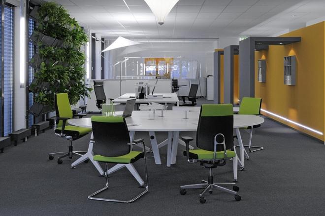 Lichtsegel an einer Stehleuchte im Büro