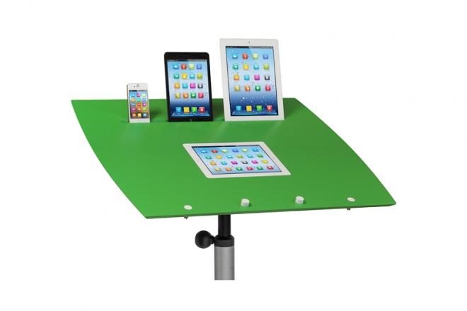 Die Pultplatte besitzt spezielle Einfräsungen für mobile Geräte